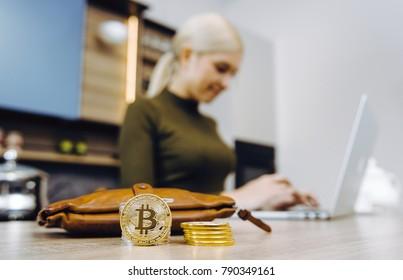 woman bitcoin trading