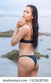 Ebony tyttö bikinit
