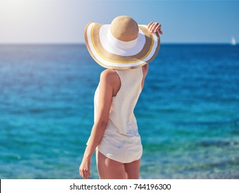 87c874dbba17a3 Girl with Hat On Beach Images, Stock Photos & Vectors | Shutterstock