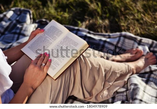 woman-book-on-legs-sitting-600w-18049789