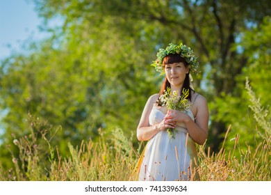 woman with a bouquet of chamomiles