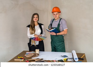 Woman and builder choosing color for painting walls