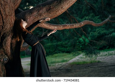 woman by the tree in the park, fresh air