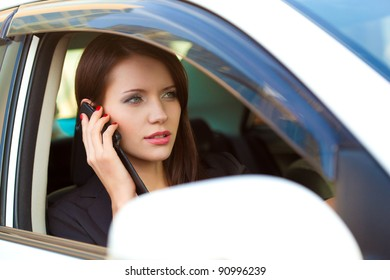 woman in car calling by cell phone