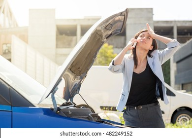 Woman and car issue relationship