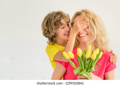 Woman and child at home. Mother and daughter having fun together. Spring family holiday concept. Mother's day