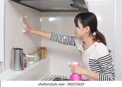 woman cleaning up kitchen