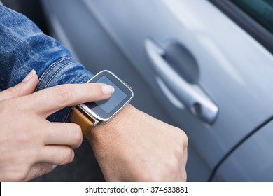 Woman connects to her car with smart-watch