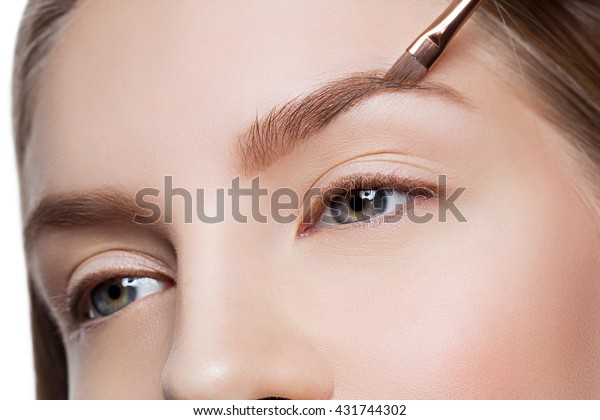 Woman correcting eyebrows form