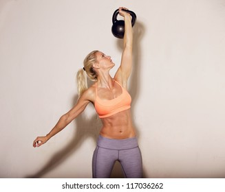 Woman doing her kettlebell workout