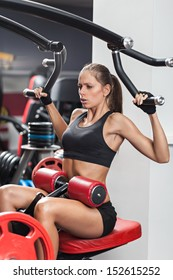 Woman doing lat and Pulldown exercise