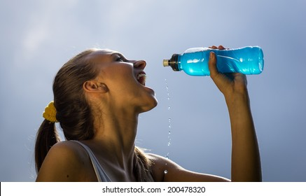 woman drinks energy drink after long run