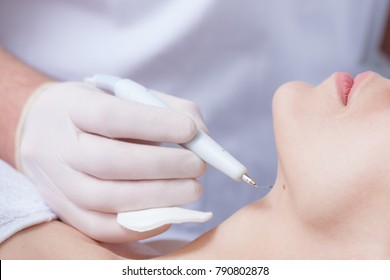woman during wart removal in cosmetics closeup