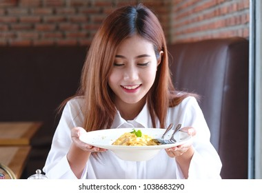 Woman enjoy her spaghetti in restaurant