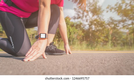 A woman exercises in the morning. To lose weight using Smart Watch is a great help. And effective in calculating the calorie metabolism. Make her shape better, beautiful and more quickly and efficient