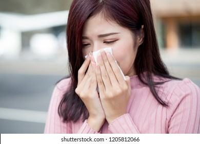 woman feel sneezing and wear mask in the city