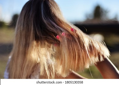 woman-fingers-blonde-hair-outdoor-260nw-
