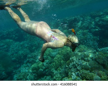 the woman is fond of underwater photography of fishes