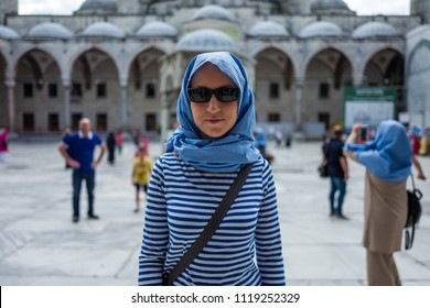 Woman in front of the Sultan Ahmed Mosque in Istanbul, Turkey.