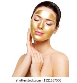 Goldmaske für Frauen, schönes Modell mit goldener Hautkosmetik, Schönheitspflege und Behandlung