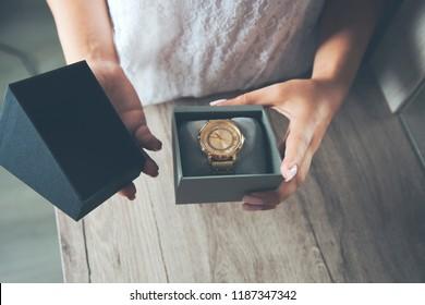 woman hand box of watch