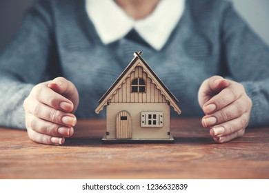 woman hand house model