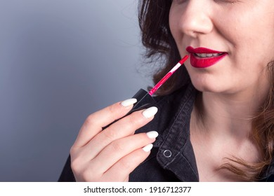 woman hand a red lipstick