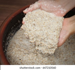 woman hand and water The fermentation filtrate