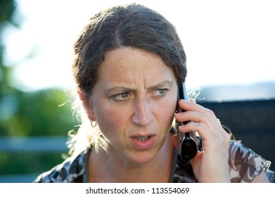 woman has a earnestly telephone call