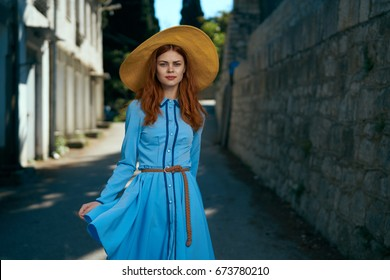 Woman with hat, street