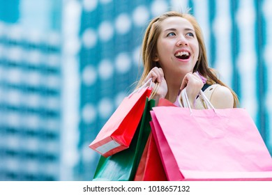 Woman have hapiness with her friend after shopping.