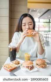 woman have lunch at fast food restaurant