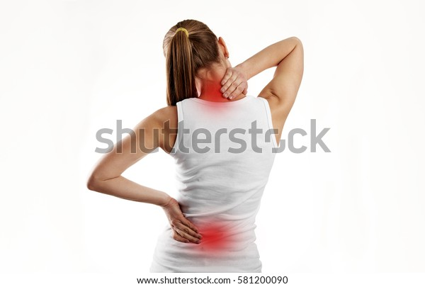 Frauen mit Wirbelsäulenerkrankungen oder Erkrankungen. Schmerzhafter Rücken auf den weiblichen Körper mit roten Punkten.