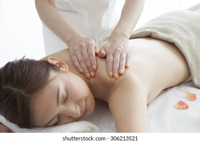 Woman having therapy massage of back in the spa salon