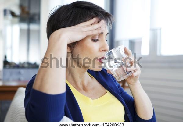 Donna con Caldo Flush