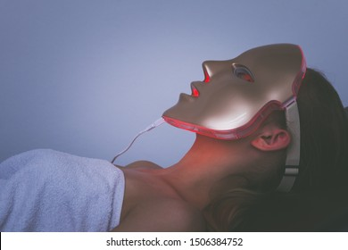 woman  with led light therapy facial  beauty mask photon therapy