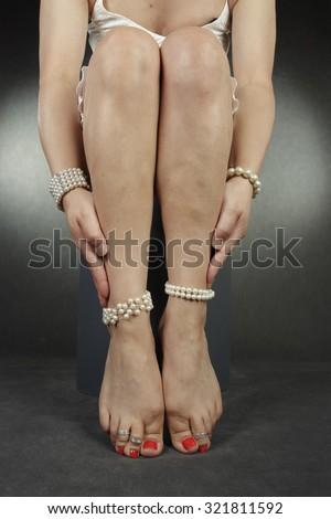 phoebe tonkin feet