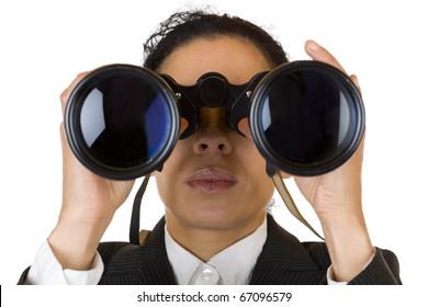 Frauen durchsuchen Ferngläser auf der Suche nach Unternehmen. Einzeln auf weißem Hintergrund.
