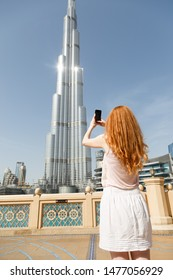 Woman makes mobile photo of Burj Khalifa