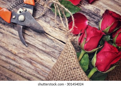 Woman making bouquet with red roses flower