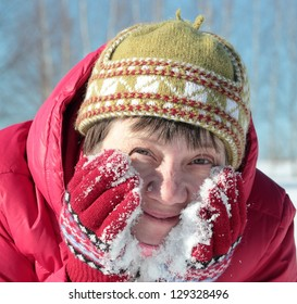 woman massaging the face with snow