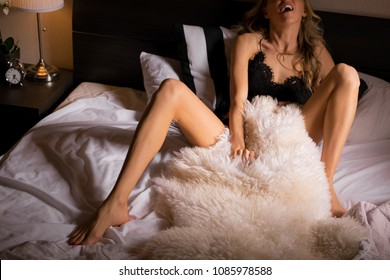 Woman masturbate in bed