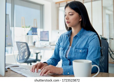woman in the office working on the computer