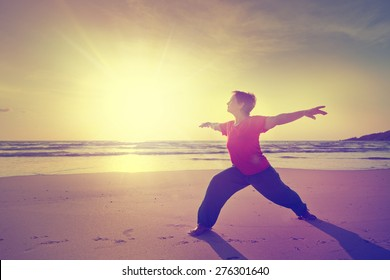 woman on the beach doing fitness