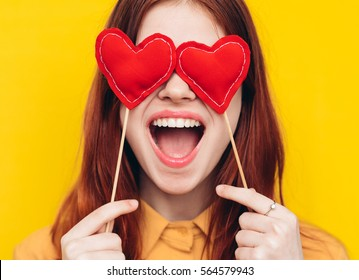 The woman opened her mouth in delight, eyes hearts, bright background