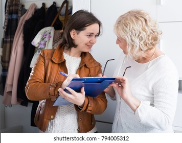 Woman participates in a social inquiry, the interviewer came home to a mature woman