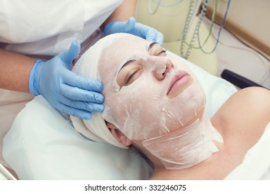 woman passes a procedure Carboxytherapy in the beauty salon