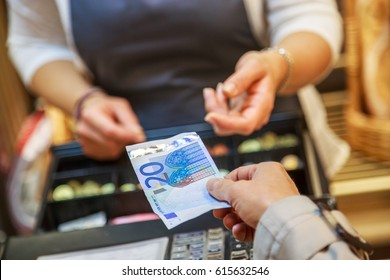 woman is paying In cash with euro banknotes