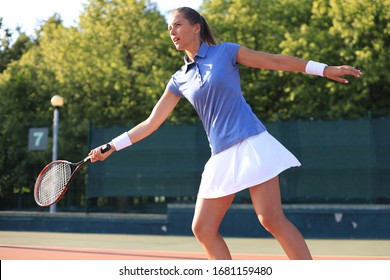 Woman playing tennis and waiting for the service.