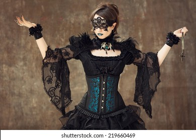 Woman posing dressed in Gothic style.